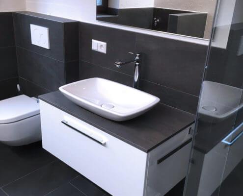 modernes badezimmer mit versteckter waschmaschine sanitrstudio albbruck - Modernes Bad